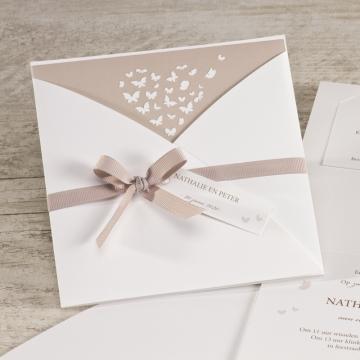 elegante-witte-trouwkaart-met-vlindertjes-oudroze-TA106-074-03-1