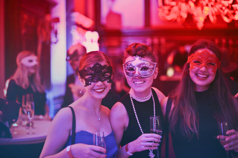 Magnifiek Een origineel feest organiseren: dress code en uitnodigingen &BL43