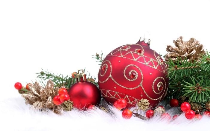 Kerstdecoraties Met Rood : Kerstboom versieren rode kerstdecoratie 3 tadaaz blog