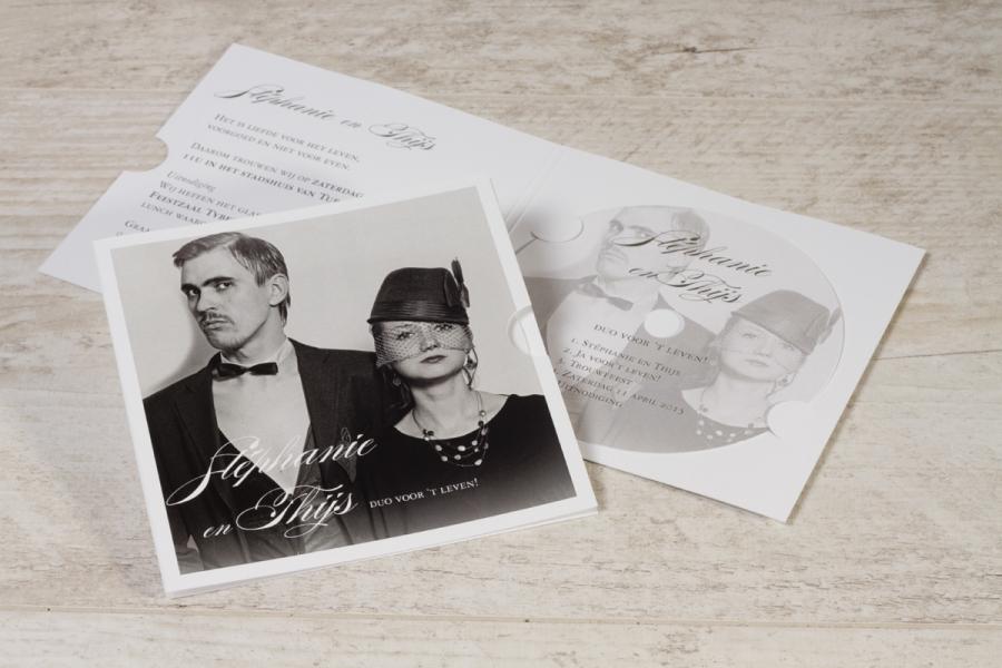originele huwelijksuitnodiging met zwart-wit foto