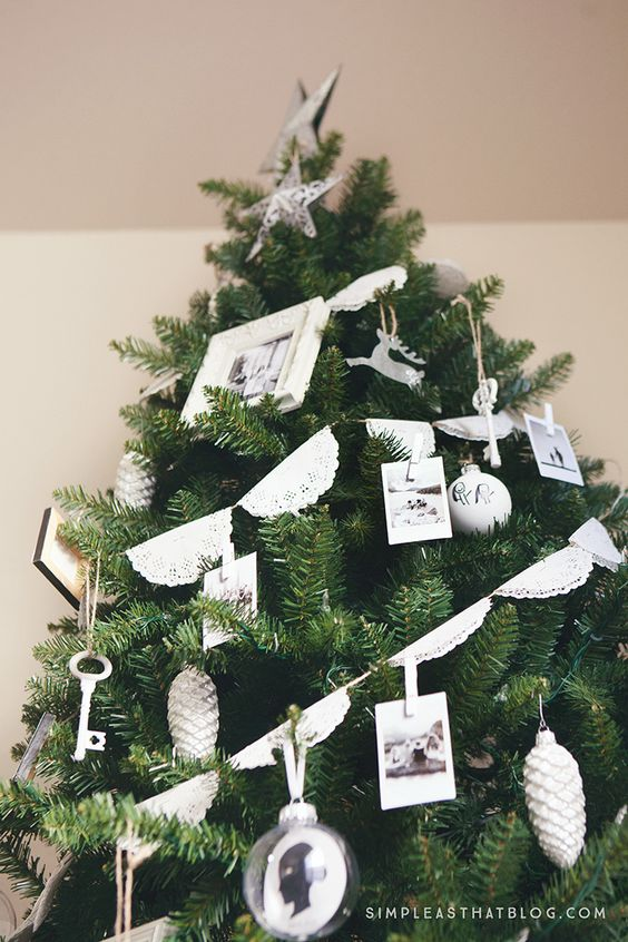 kerstkaarten als decoratie in de kerstboom