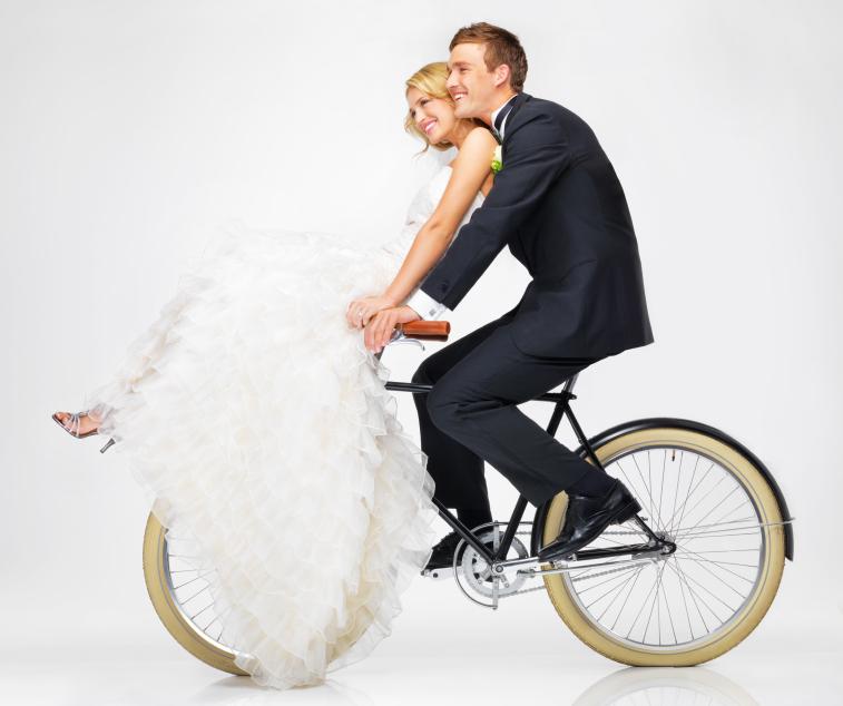 Vous voulez éviter les mauvaises surprises et oublis le jour de votre mariage? Découvrez notre checklist en 16 points!