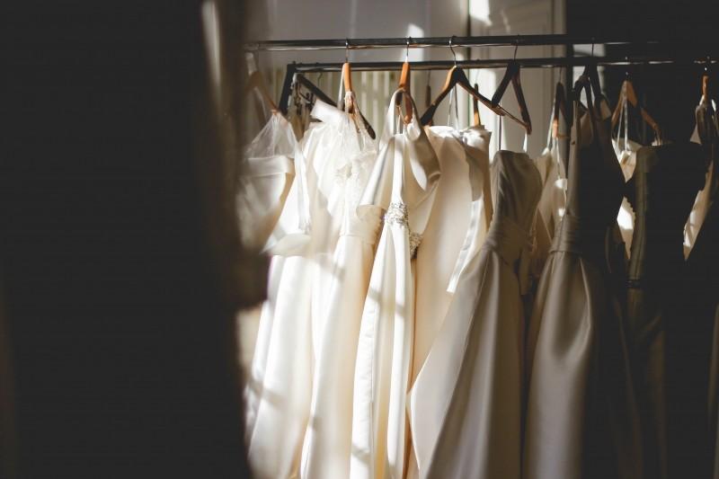 hanger-wedding-dress-boutique