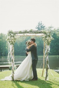 Plenty-of-Posies-wedding-arch-ideas-600x898