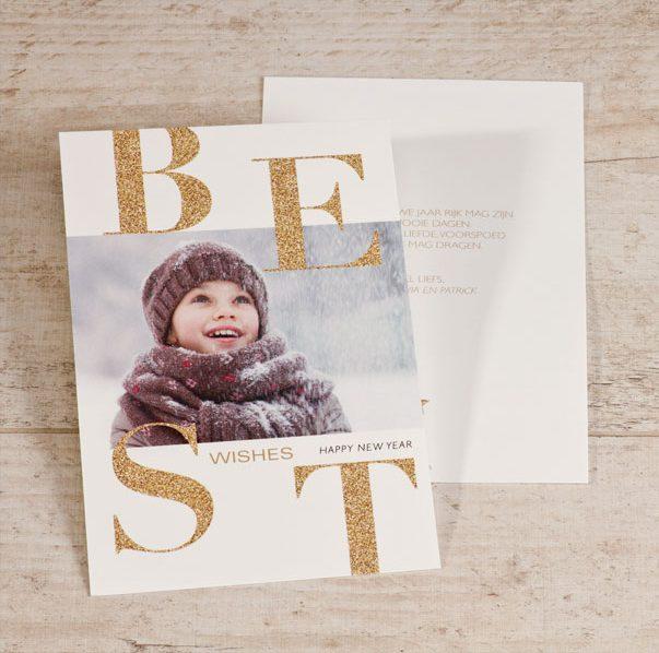 Door het glittereffect in de tekst van je kerstkaart, komt de foto extra mooi uit.