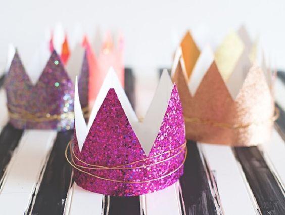 zelf tiara's maken activiteit prinsessenfeestje diy