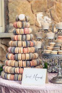originele huwelijkstaart met pastel macarons