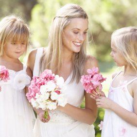 Welke kledij kiezen voor de bruidskindjes?
