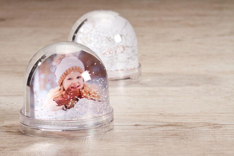 Deze sneeuwbol is een speelse manier om je foto te tonen.