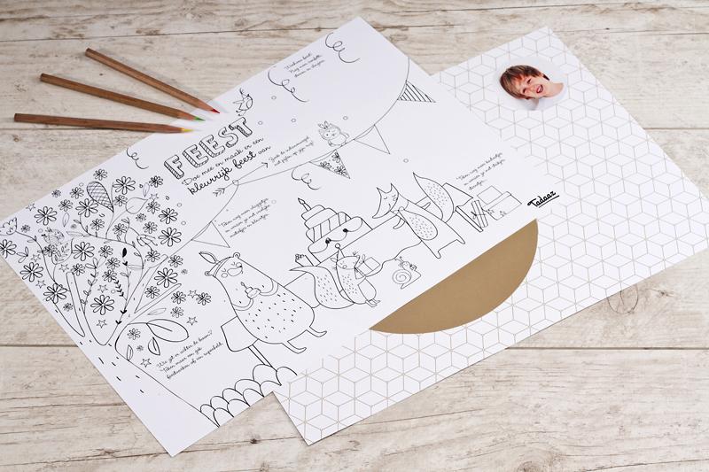 Zorg voor animatie voor de kinderen met een placemat met kleurplaat op de achterzijde