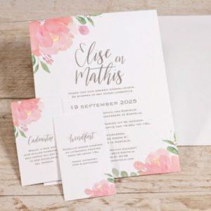 mooie bloementuitnodiging voor jouw trouwfeest