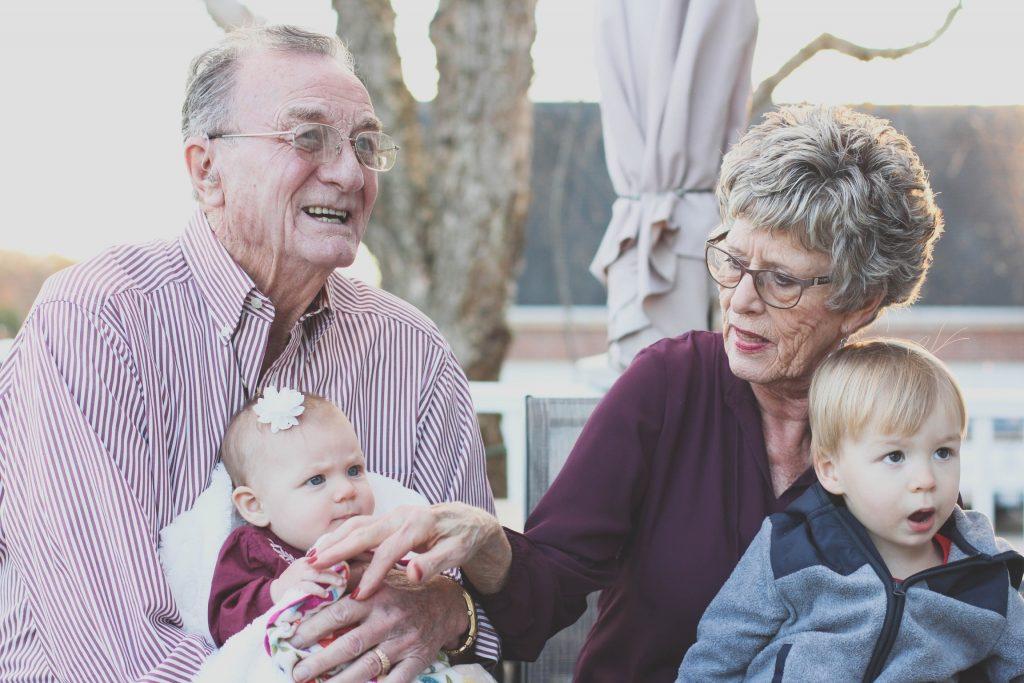 Oma en opa verrassen in tijden van corona